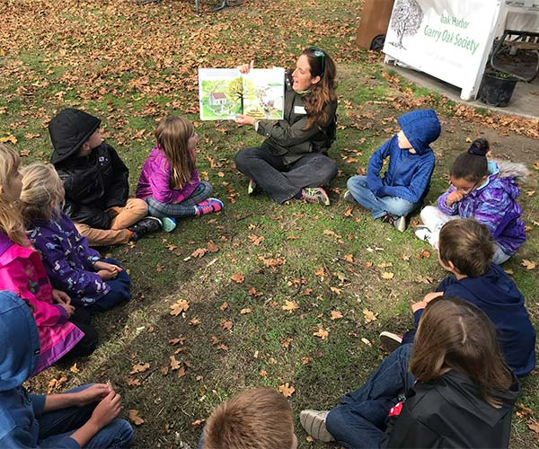 Garry oak education in Smith Park of local students